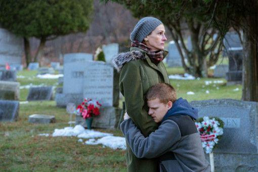 Ben (Lucas Hedges) durchläuft gerade einen Drogenentzug. Seine Mutter Holly (Julia Roberts) versucht ihn, wo sie nur kann, zu unterstützen.