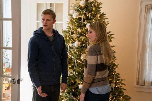Auch wenn Bens (Lucas Hedges, mit Kathryn Newton) Rückkehr gemischte Reaktionen hervorruft, verläuft das Weihnachtsfest zunächst in normalen Bahnen.