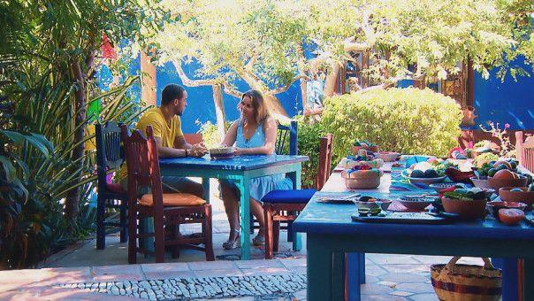 Ernestine unterhält sich unter vier Augen mit Andrej.