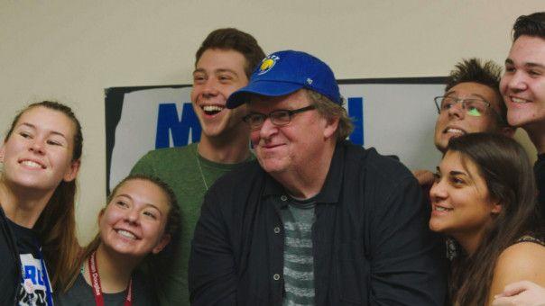 Nach dem Parkland-Massaker an einer Highschool in Florida begleitet Michael Moore die Schüler bei ihren landesweiten Protestaktionen.