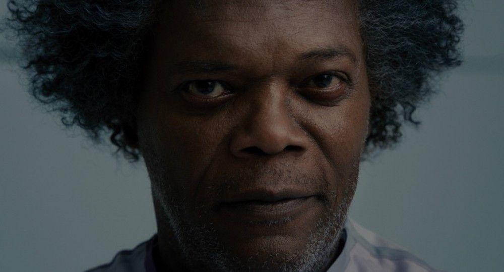 """Von wegen sediert: Elijah Price (Samuel L. Jackson) alias Mr. Glass verfolgt finstere Pläne mit Dunn und dem """"Biest""""."""
