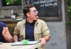 Chris Töpperwien zeigt brav seine Zunge, nachdem er aufgegessen hat.