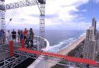 Sie ist unter den Promis, die über eine Planke in 100 Meter Höhe balancieren müssen.