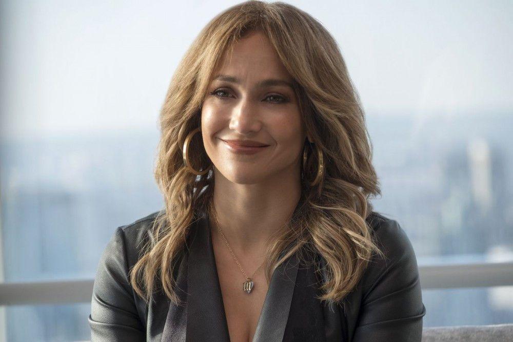 Aufgrund einer Verwechslung arbeitet Maya (Jennifer Lopez) nun für ein Finanzunternehmen - und ist erst mal ziemlich überfordert.