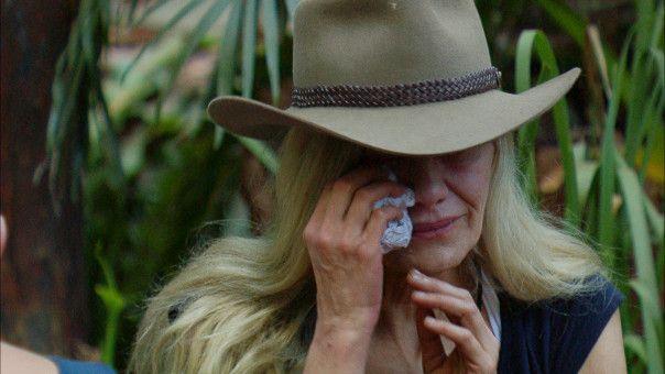 """Tränen bei Sibylle Rauch. Die """"Dschungelcamp""""-Bewohnerin hat eine harte Nacht hinter sich."""