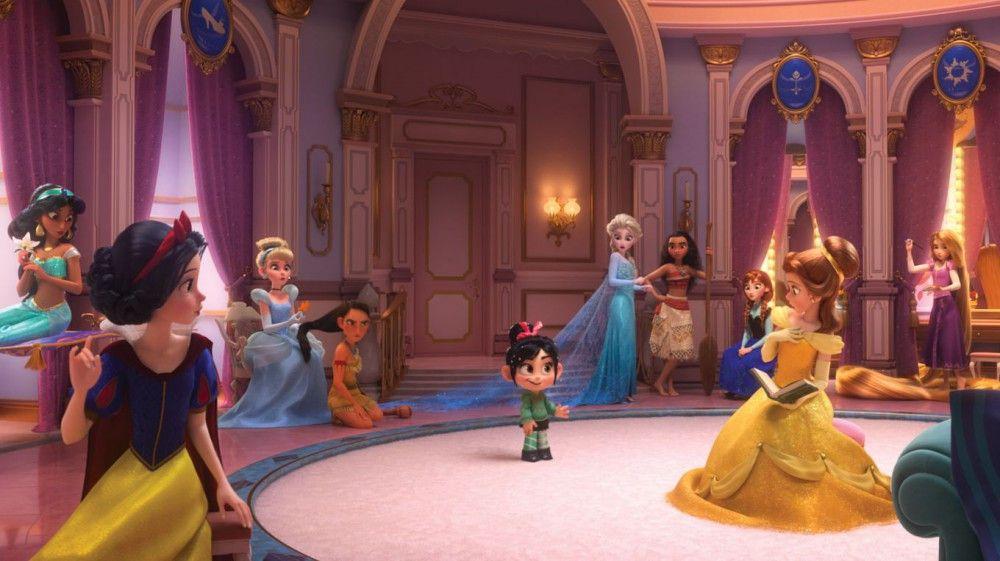 Auf der Flucht vor Sturmtrupplern landet Vanellope in der Garderobe der Disney-Prinzessinnen.