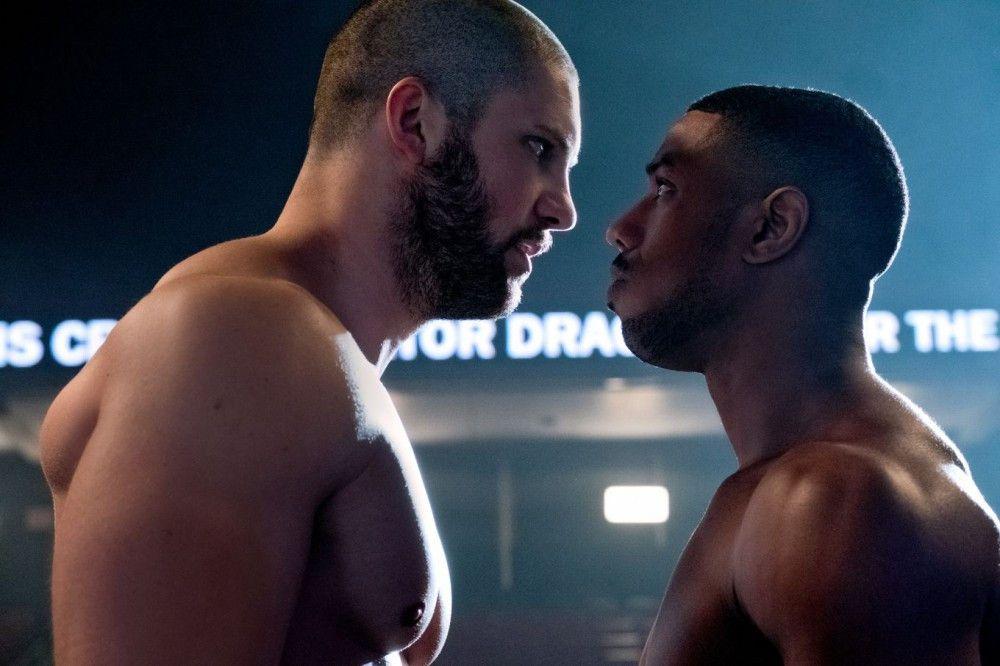 Der Vater von Adonis (Michael B. Jordan, rechts) wurde einst von Viktors (Florian Munteanu) Vater getötet. Nun treffen die beiden Boxer im Ring aufeinander.