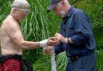 Einsatz für Dr. Bob: Peter Orloff hat sich in der Dschungelprüfung an beiden Händen verletzt.
