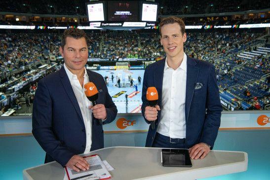 ZDF-Moderator York Polus und Handball-Experte Sören Christophersen berichten von der Handball-WM.