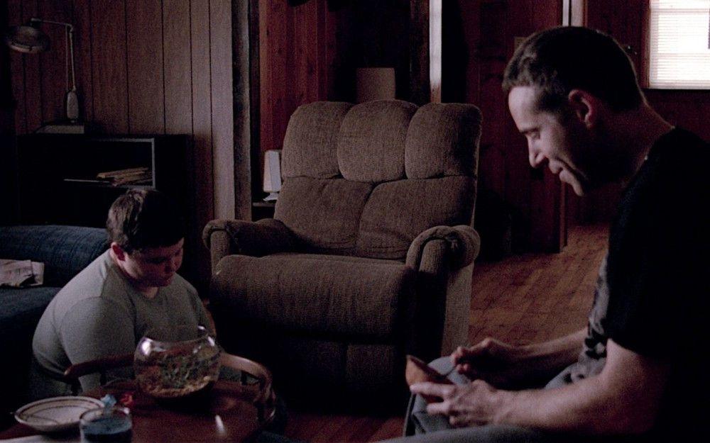 Ganz allmählich kommen sich der psychisch labile Vater Joel (Alessandro Nivola, rechts) und sein stark übergewichtiger Sohn Will (Eli Haley) ein wenig näher.