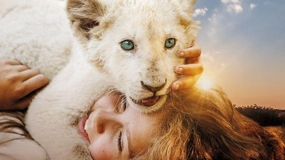 Ein Herz und eine Seele: Mia (Daniah De Villiers) und ihr Löwe Charlie.