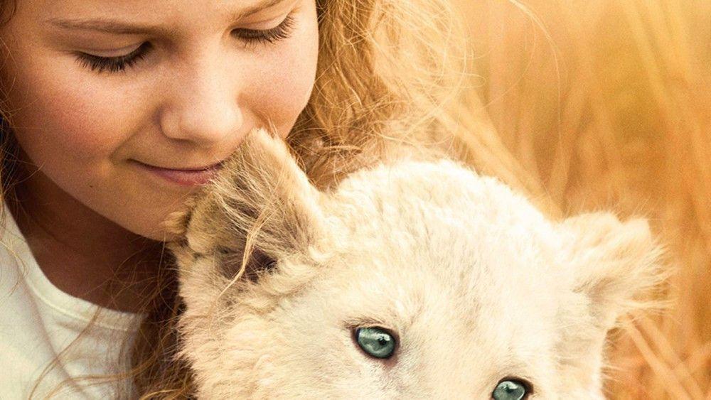 In Südafrika wächst Mia (Daniah De Villiers) mit einem weißen Löwen auf.