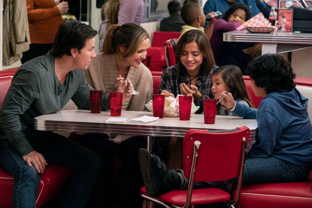 Familienglück: Pete (Mark Wahlberg) und Ellie (Rose Byrne) machen mit ihren Adoptivkindern Lizzy (Isabela Moner), Lita (Julianna Gamiz) und Juan (Gustavo Quiroz, von links) einen Ausflug.