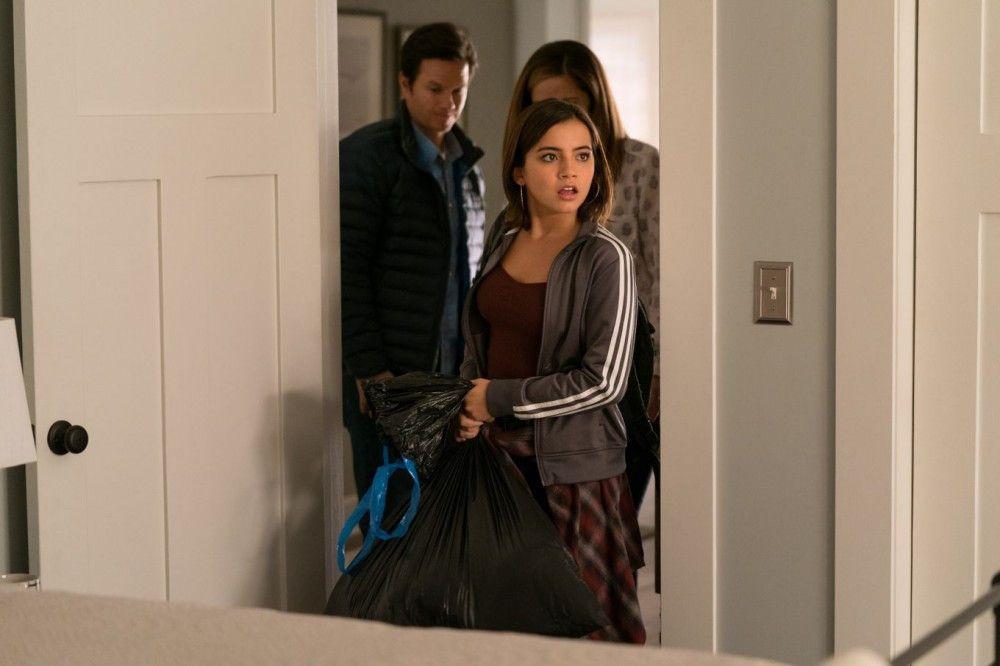 Die 15-jährige Lizzy (Isabela Moner, vorne) zieht zu Pete (Mark Wahlberg) und Ellie (Rose Byrne). Ihre eigene Mutter sitzt im Gefängnis.