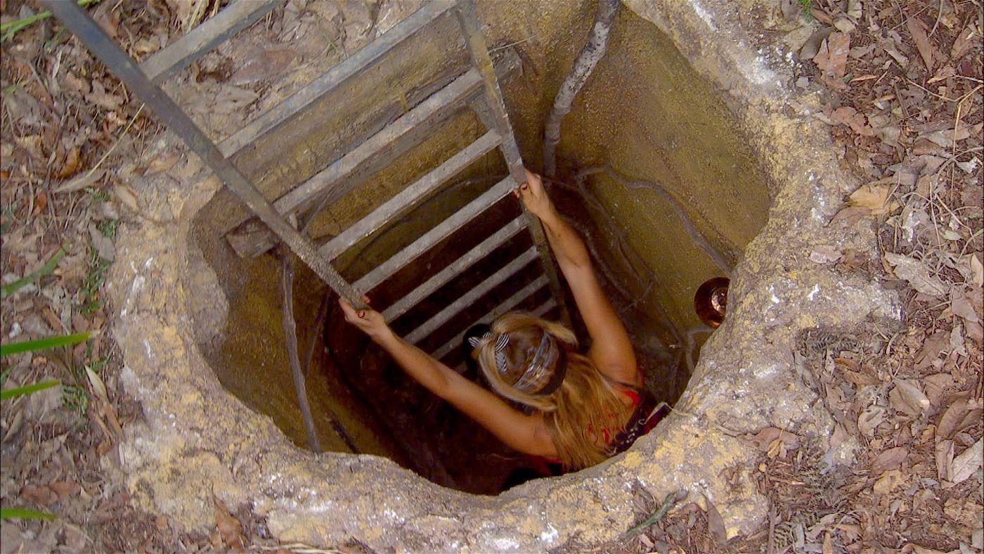 Evelyn muss durch ein Tunnelsystem und dabei Schüssel sammeln, um Bastian zu befreien.