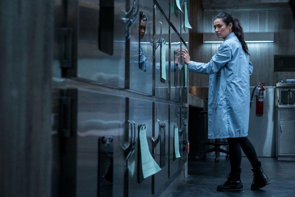 Nachtschicht im Leichenschauhaus: Megan (Shay Mitchell) hat nicht gerade einen Traumjob.