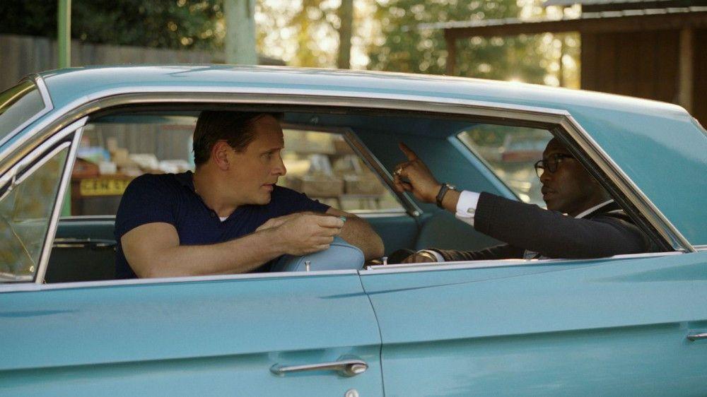 Während der Fahrt in der türkisfarbenen Limousine kommen sich die so unterschiedlichen Charaktere Tony (Viggo Mortensen, links) und Dr. Shirley (Mahershala Ali) näher.
