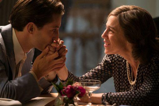 Romain (Pierre Niney) empfindet Zuneigung und Furcht für seine Mutter Ninan (Charlotte Gainsbourg).