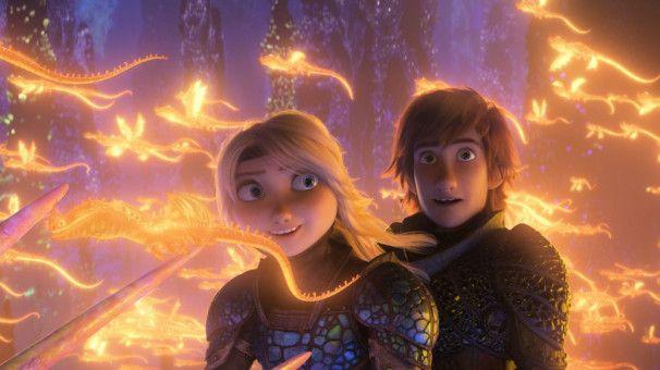 Für die hübsche Astrid ist Hicks Feuer und Flamme.
