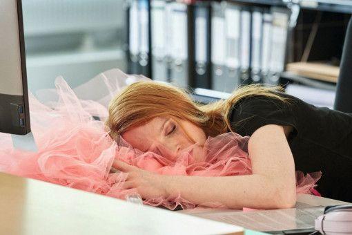 """Auch dieses Nervenbündel träumt im Schlaf von der Liebe: Karoline Herfurth in """"Sweethearts""""."""