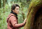 Als Rin (Takanori Iwata) im Wald auftaucht, werden der ältere Tomo und er zu guten Freunden.