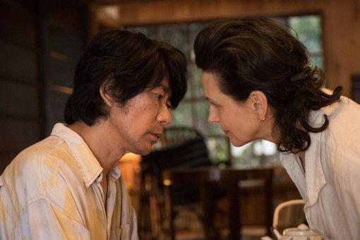 Im Wald trifft Jeanne (Juliette Binoche) auf Tomo (Masatoshi Nagase).