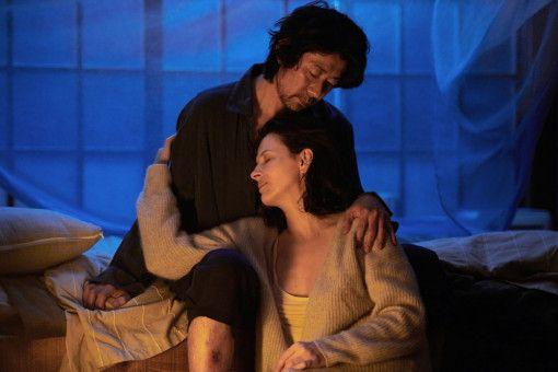Jeanne (Juliette Binoche) und Tomo (Masatoshi Nagase) sind sich auf vielen Ebenen nahe.