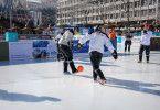 Polarsoccer ist eine Mischung aus Fußball und Eishockey.