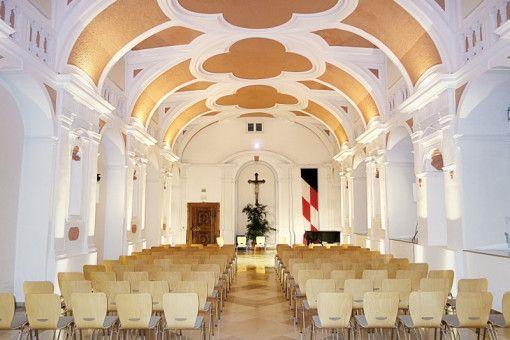 Drei barocke Säle im ehemaligen Abteischloss und im Kloster verwandeln sich für die Konzertreihe Waldsassener Kammermusik in Bühnen.