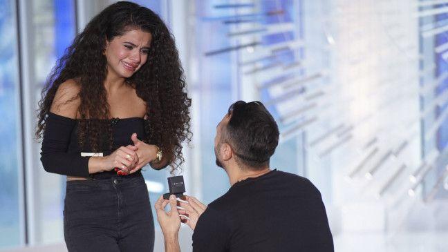 Jorgo Alatsas hält um die Hand seiner Freundin Bana an.