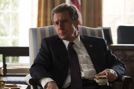 US-Präsident George W. Bush (Sam Rockwell) ist auf der Suche nach einem geeigneten Kandidaten für das Amt des Vizepräsidenten.