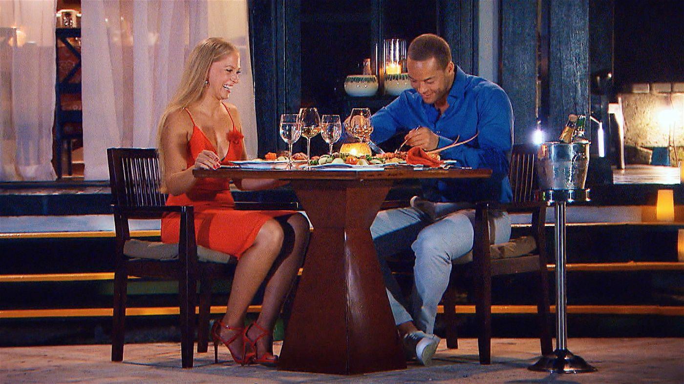 Nach einem romantischen Candle-Light-Dinner am Abend lädt Andrej die hübsche Blondine ein, die Nacht mit ihm zu verbringen.