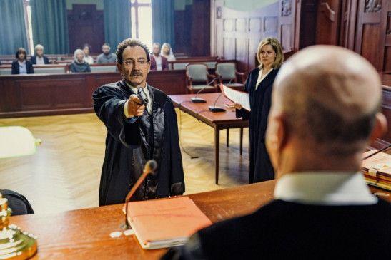 Warum? Thomas Peters (Thorsten Merten) erschießt einen Richter.
