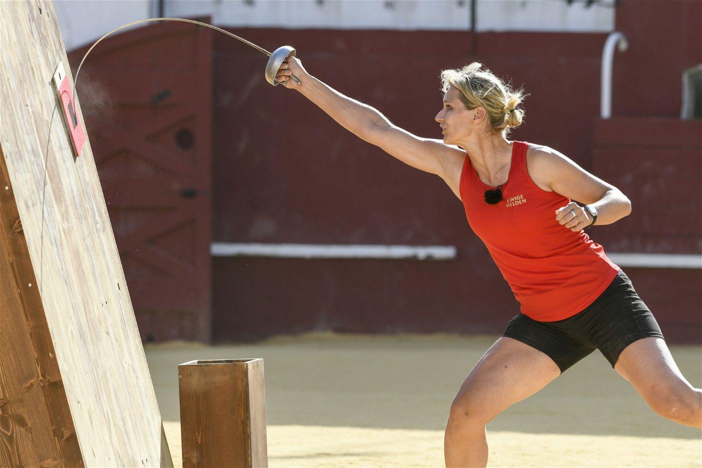 Britta Heidemann gewann bei den Olympischen Spielen 2008 in Peking Gold im Degenfechten. Ihr größter von zahlreichen Erfolgen. Sie spricht fließend Chinesisch, arbeitet als Unternehmensberaterin. Außerdem ist sie Aufsichtsratsmitglied beim 1. FC Köln.