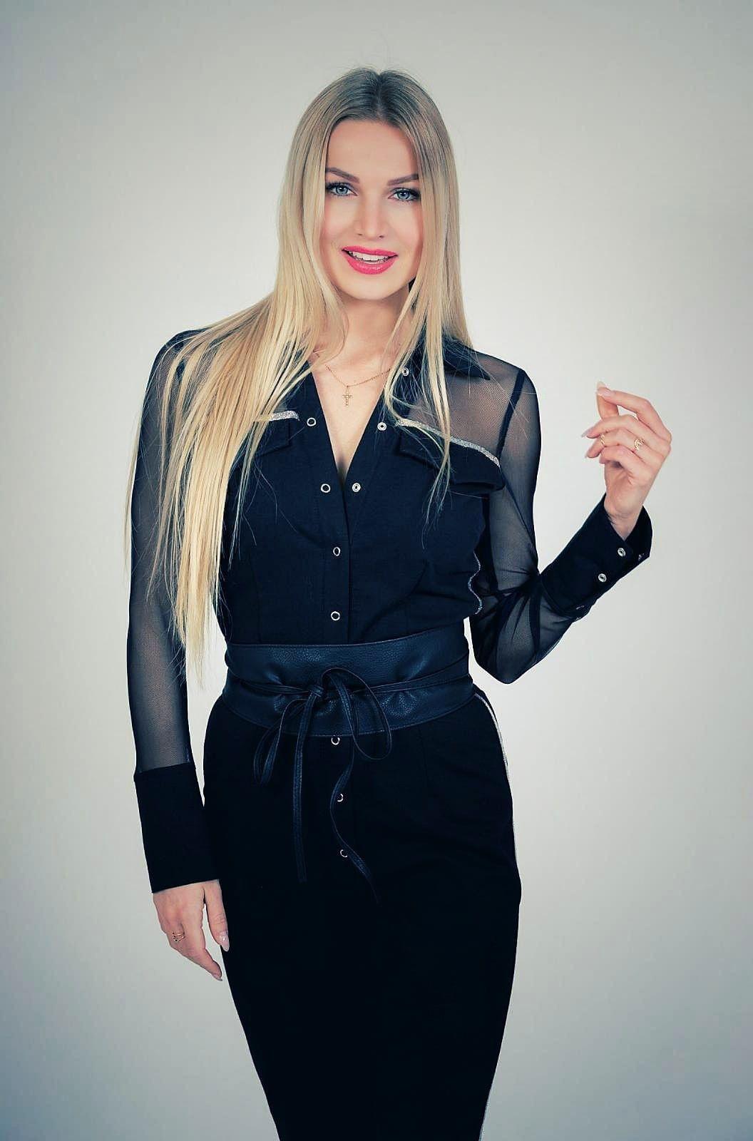 Katja Kalugina war vor ihrer Karriere als Tänzerin Model. Die gebürtige Russin ist 25 und lebt in Berlin.