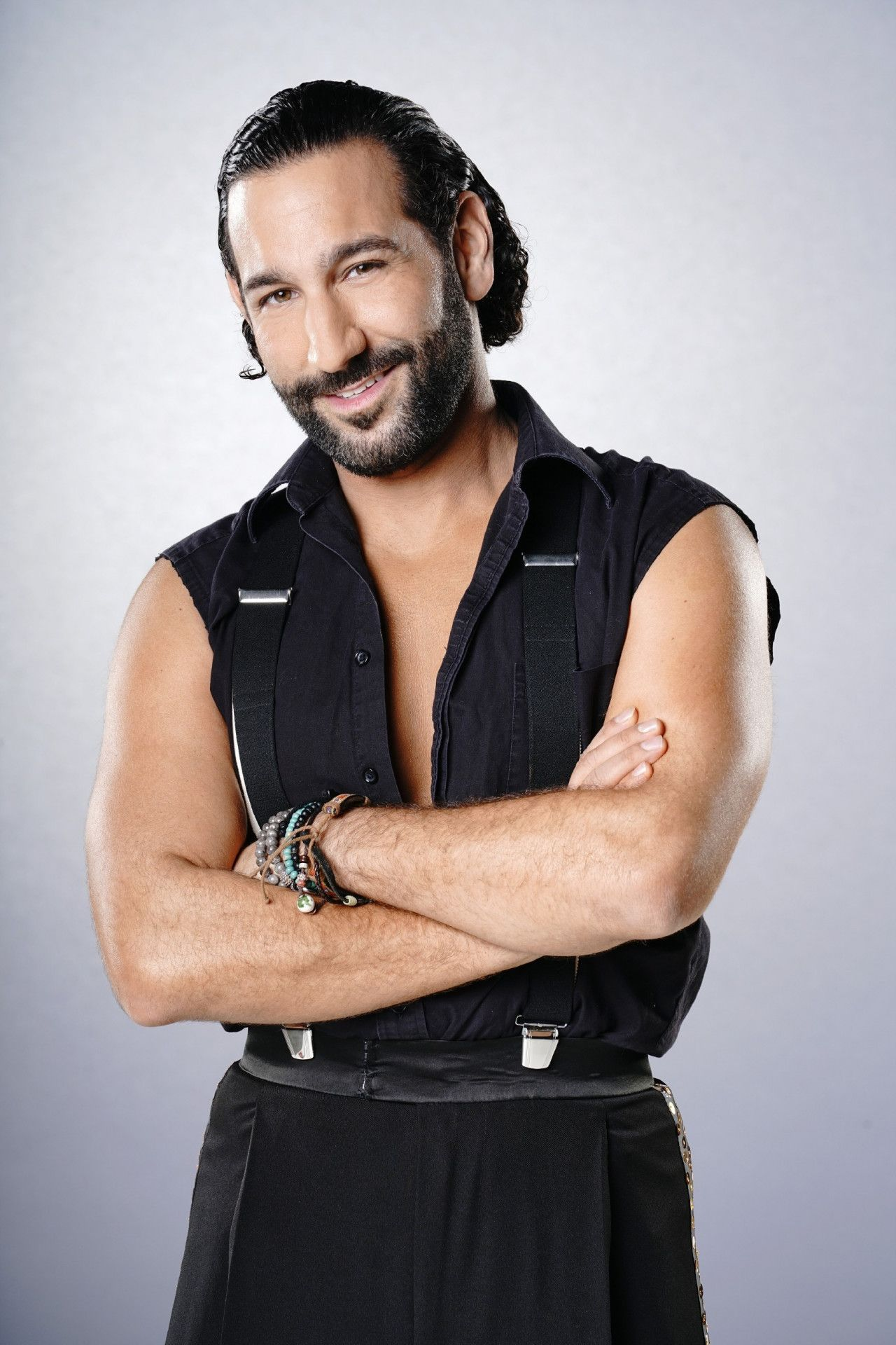 """Massimo Sinato ist schon seit 2010 regelmäßig dabei und hat die Show auch schon gewonnen (mit Sophia Thomalla). Der 38-Jährige aus Mannheim lernte bei """"Let's Dance"""" außerdem seine heutige Ehefrau Rebecca Mir kennen."""