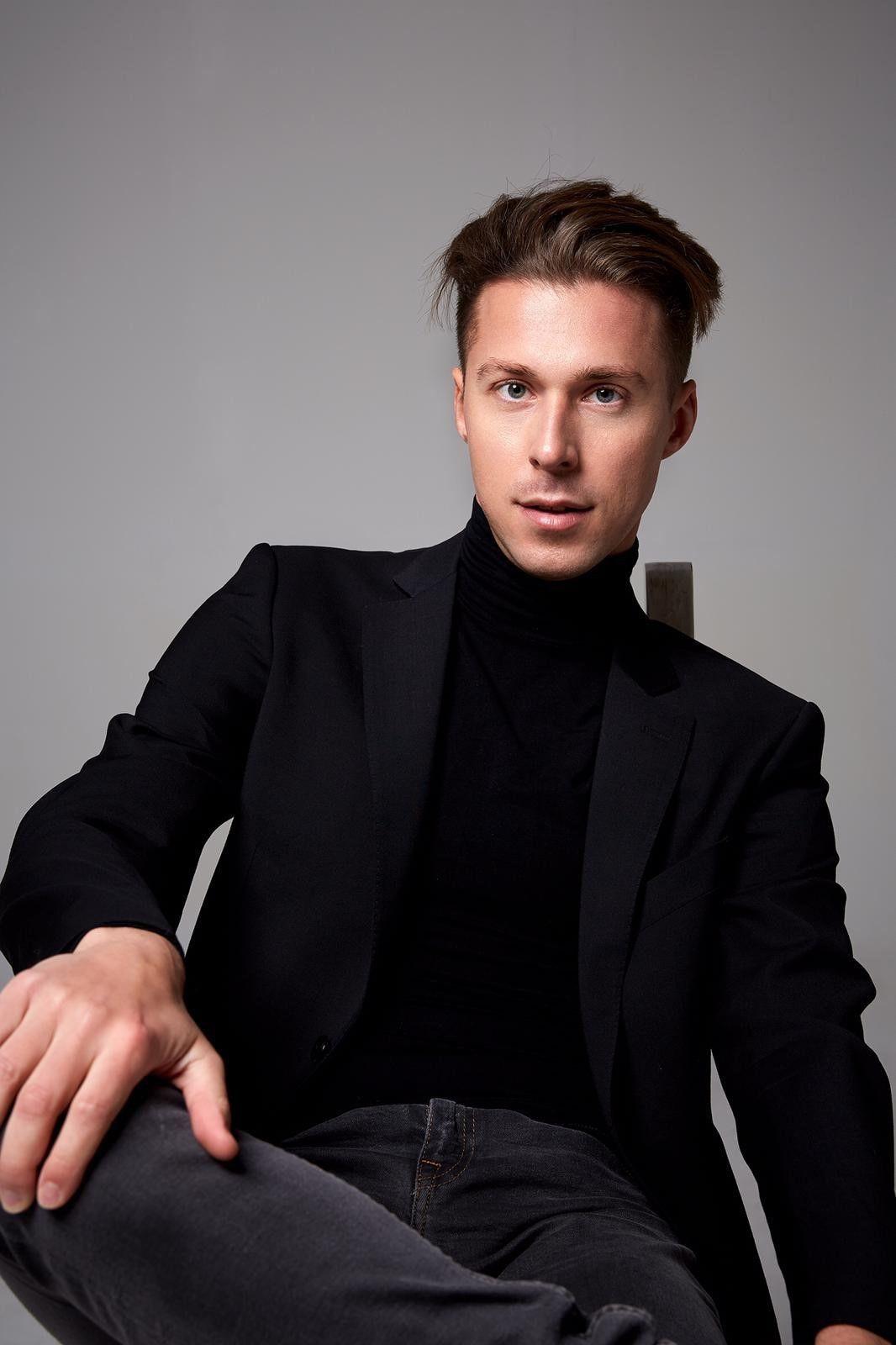 """Valentin Lusin (31) wurde in St. Petersburg geboren, lebt aber mit seiner Frau, die ebenfalls bei """"Let's Dance"""" als Tänzerin dabei ist, in Düsseldorf."""