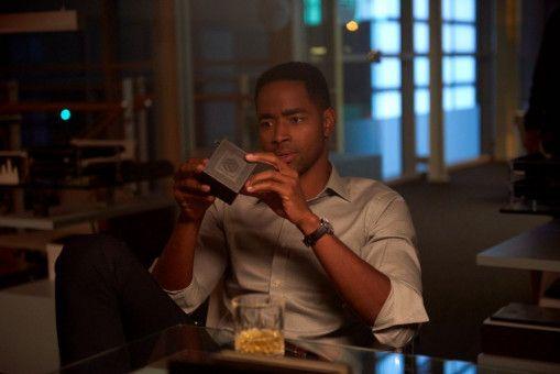 Börsenexperte Jason (Jay Ellis) bekommt per Post eine Einladung zu einem Escape Room.