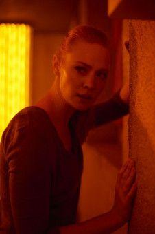 Amanda (Deborah Ann Woll) kommt ins Schwitzen: Im Escape Room wird es plötzlich ziemlich warm.