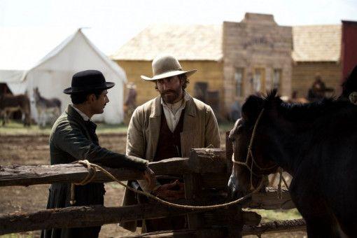 Hermann Kermit Warm (Riz Ahmed) kann seinen Verfolger John Morris (Jake Gyllenhaal) überzeugen, ihn nicht den Sisters Brothers auszuliefern.