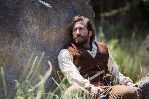 John Morris (Jake Gyllenhaal) hat sich für seine Überzeugungen entschieden und damit zwei Revolvermänner gegen sich aufgebracht.