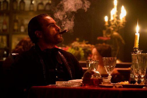 In San Francisco weiß Charlie Sisters (Joaquin Phoenix) die Vorzüge des zivilen Lebens in vollen Zügen zu genießen.