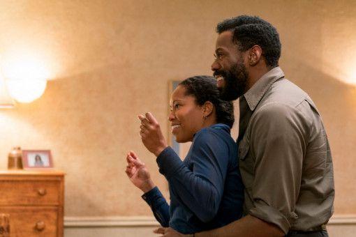 Sharon (Regina King) und Joseph (Colman Domingo) versuchen, das Leben so gut es geht zu genießen.