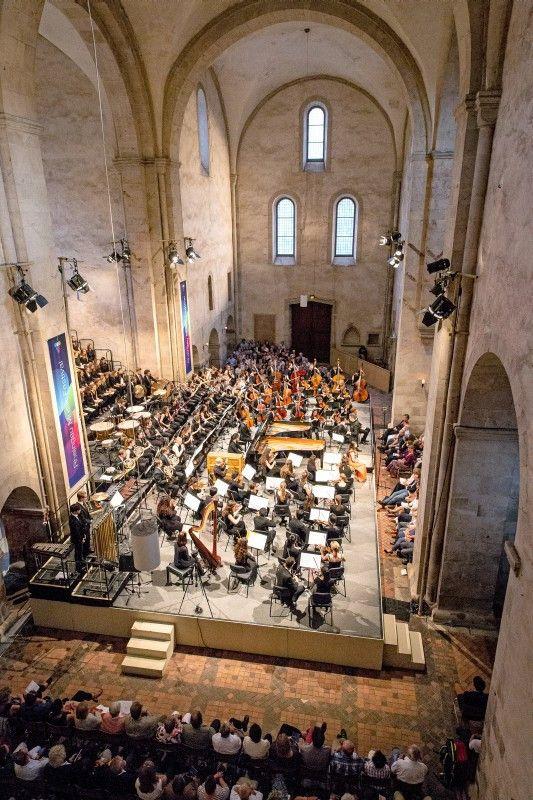 Das Rheingau Musik Festival zählt mit über 170 Konzerten in der Region von Frankfurt über Wiesbaden bis zum Mittelrheintal zu den größten Musikfestivals Europas.