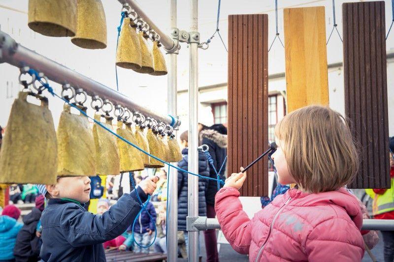 Vom 10. bis 12. Mai verwandelt sich beim  beim Klangfest ganz Kampnagel in Hamburg in einen musikalischen Abenteuerspielplatz für Kinder wie Erwachsene.