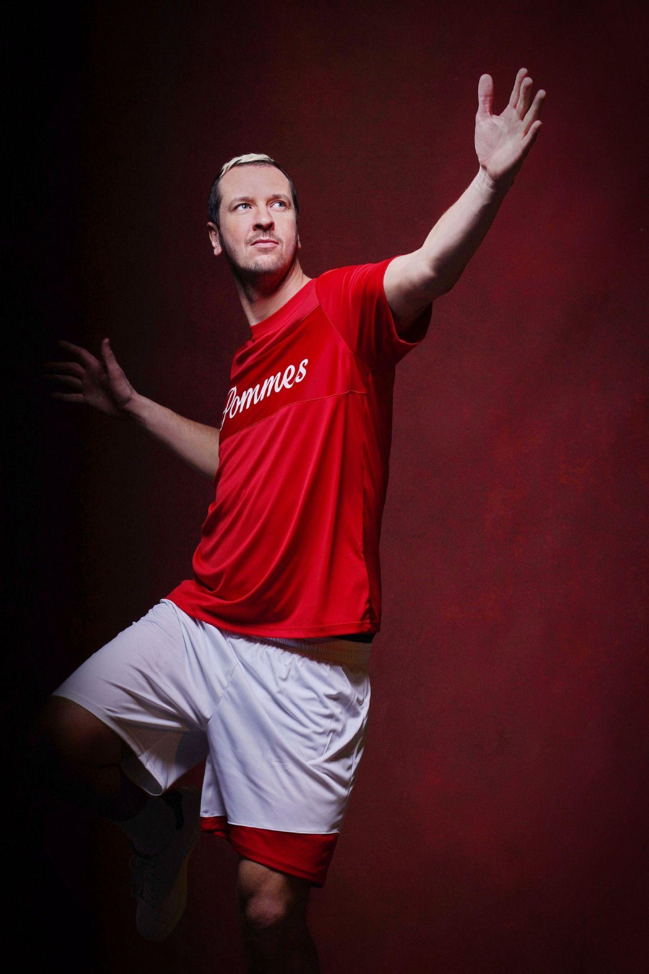 """Pascal Hens, Handball-Weltmeister von 2007, wagt ebenfalls den Gang auf das Parkett. Wie schlägt sich """"Pommes"""" in einer Sportart, die bis auf hartes Training nicht viel gemein hat mit Handball?"""