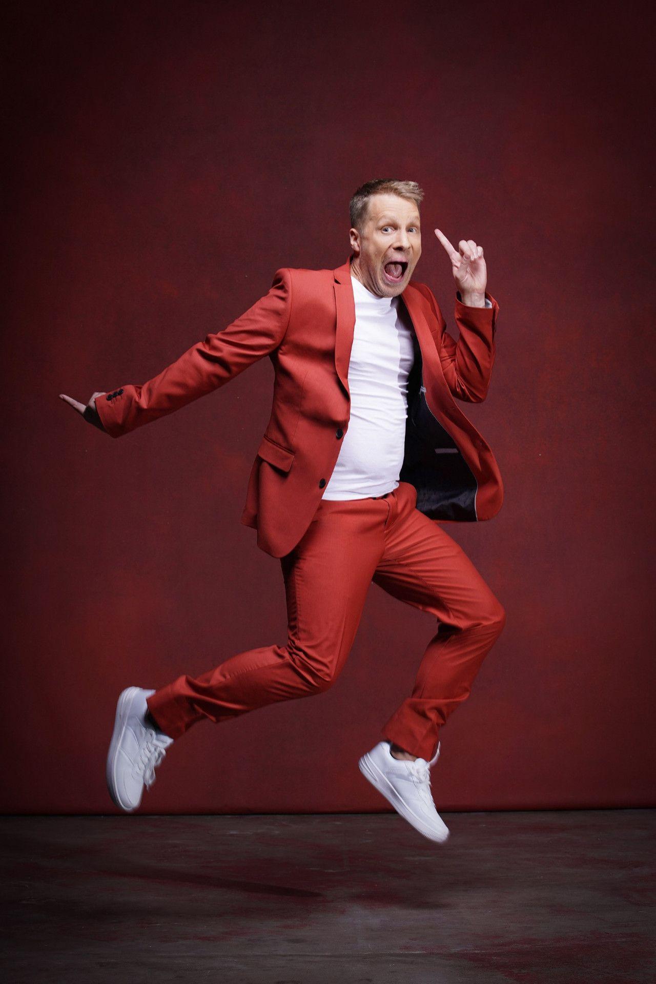 """Als Comedian trat Oliver Pocher zuletzt nur noch selten in Erscheinung, machte aber bei dem ein oder anderen Reality-Format mit. 2016 nahm er an """"Deutschland tanzt"""" (ProSieben) teil, wo er den zweiten Platz erreichte."""