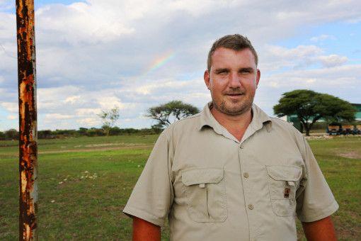 Stefan (32) lebt in Namibia und baut dort Mais an. Er wurde schon in Namibia geboren, seine Großeltern wanderten einst in das afrikanische Land aus.