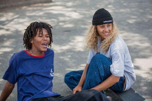 Die Profi-Skater Na-kel Smith (links) und Olan Prenatt beherrschen nicht nur ihre Boards, sondern machen auch ohne vorherige Schauspielerfahrung eine extrem gute Figur vor der Kamera.
