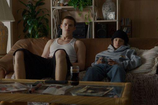 Von seinem großen Bruder Ian (Lucas Hedges, links) bekommt Stevie (Sunny Suljic) vor allem Prügel.